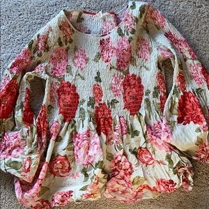 Beautiful spring top . Worn only a couple of times